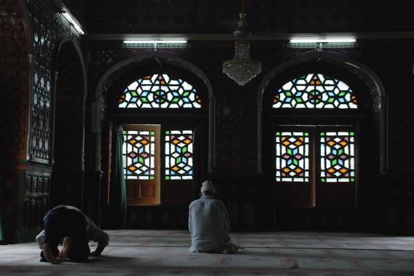 Muslims-praying-600x400