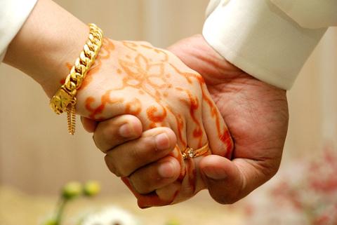 husband-wife-hands